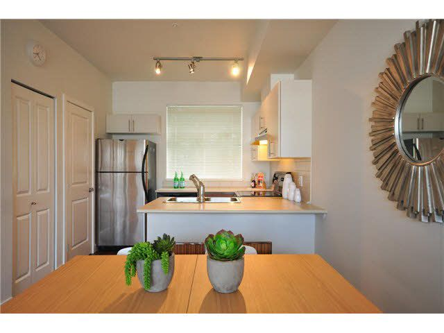 """Photo 3: Photos: 207 5568 KINGS Road in Vancouver: University VW Townhouse for sale in """"GALLERIA"""" (Vancouver West)  : MLS®# V1087874"""