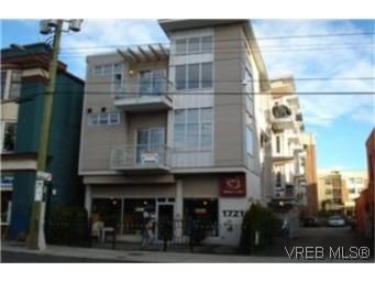 Main Photo:  in VICTORIA: Vi Central Park Row/Townhouse for sale (Victoria)  : MLS®# 453322