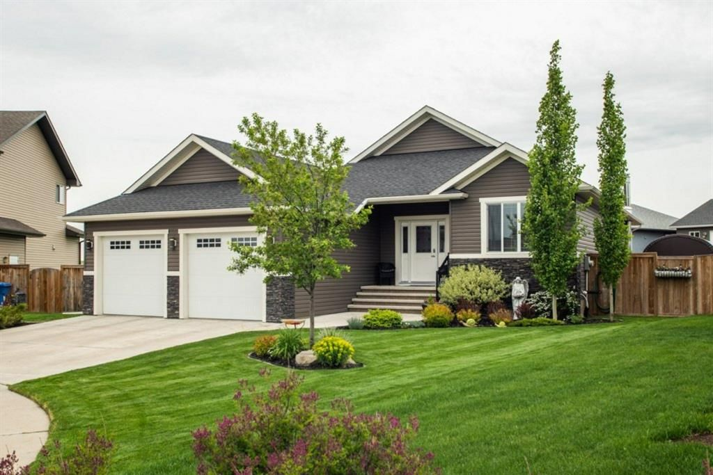 Main Photo: 652 West Highland Crescent: Carstairs Detached for sale : MLS®# A1116386