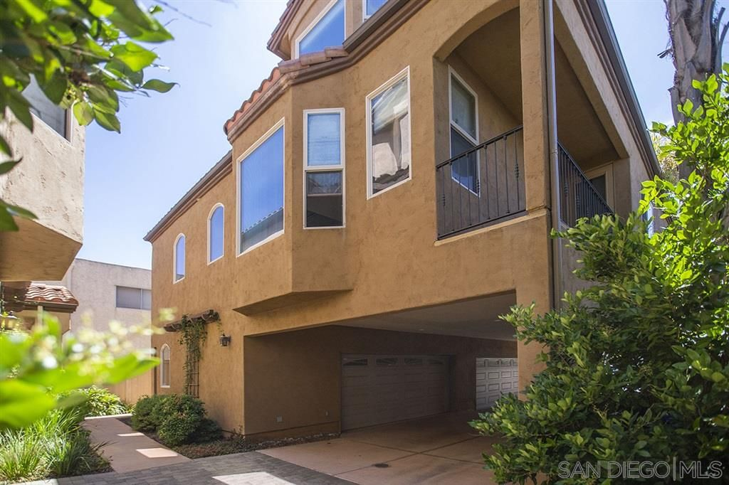 Main Photo: HILLCREST Townhouse for sale : 3 bedrooms : 4227 5th Ave in San Diego
