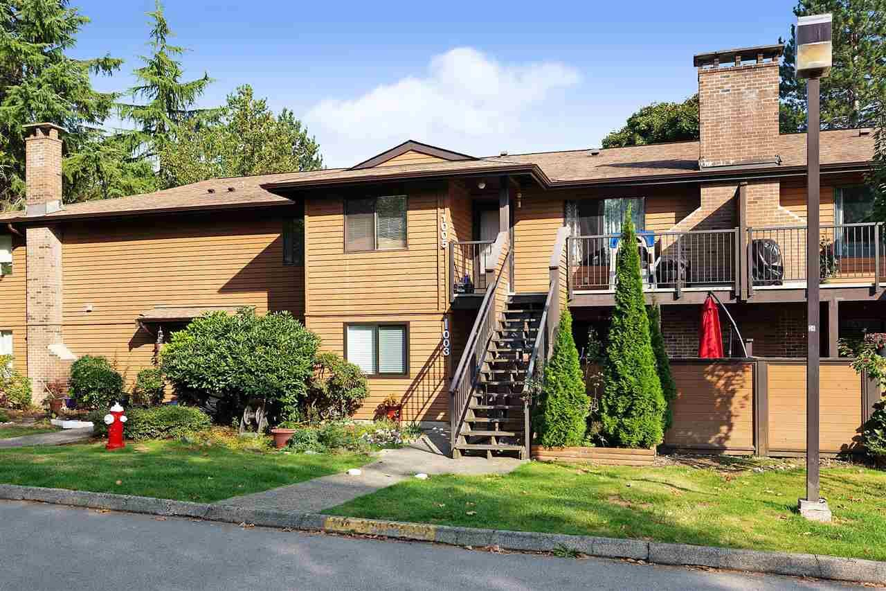 """Main Photo: 1005 10620 150 Street in Surrey: Guildford Townhouse for sale in """"Lincoln's Gate"""" (North Surrey)  : MLS®# R2505879"""