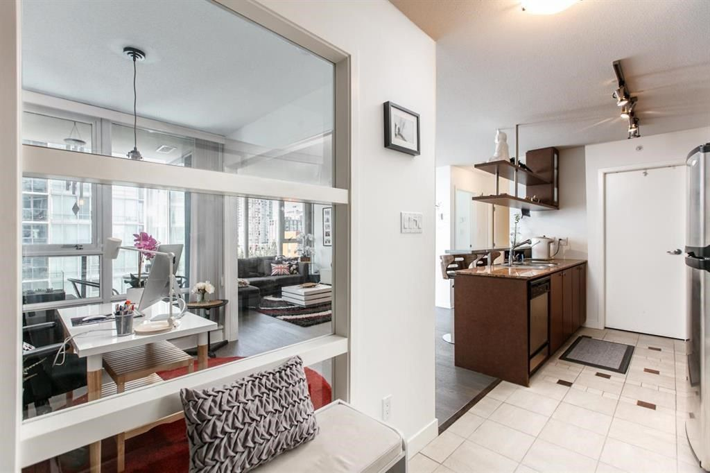 """Photo 8: Photos: 1105 1438 RICHARDS Street in Vancouver: Yaletown Condo for sale in """"AZURA 1"""" (Vancouver West)  : MLS®# R2109141"""