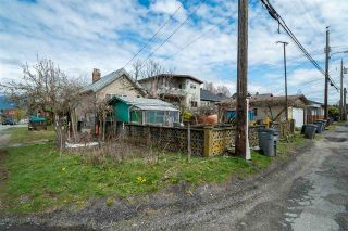 "Photo 14: 2504 NAPIER Street in Vancouver: Renfrew VE House for sale in ""RENFREW"" (Vancouver East)  : MLS®# R2449289"