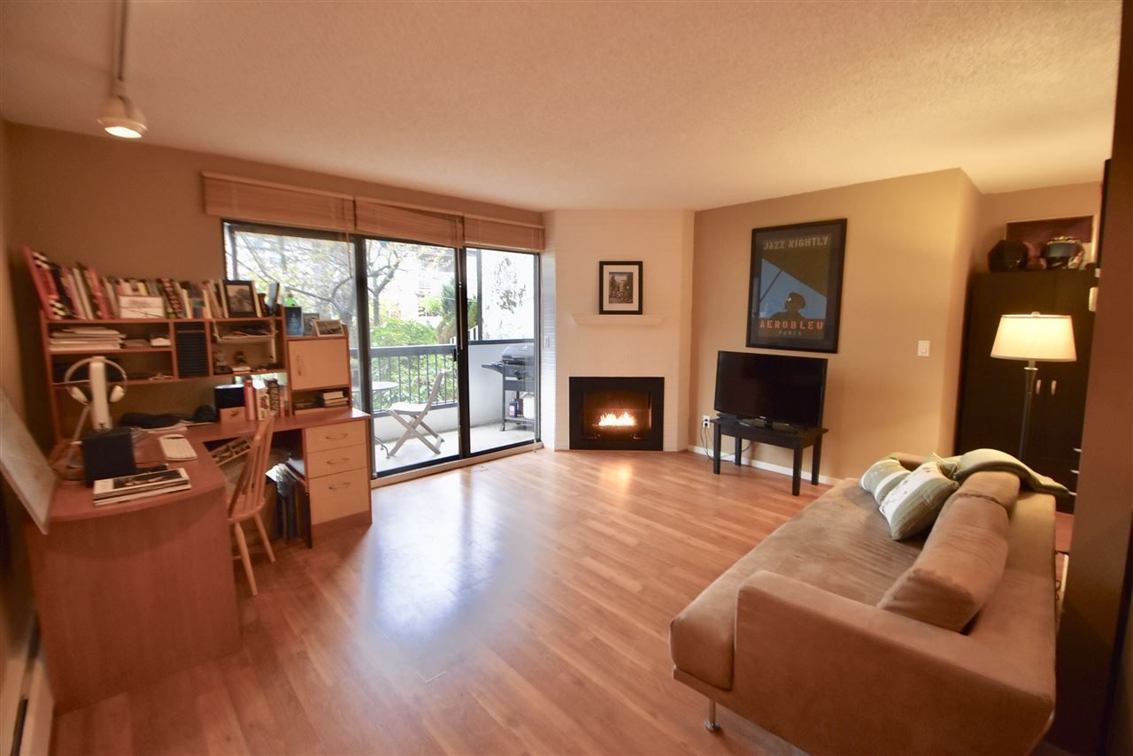 """Main Photo: 209 1484 CHARLES Street in Vancouver: Grandview VE Condo for sale in """"LANDMARK ARMS"""" (Vancouver East)  : MLS®# R2257394"""