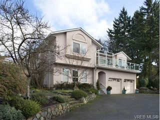 Photo 1: 773 Haliburton Rd in VICTORIA: SE Cordova Bay House for sale (Saanich East)  : MLS®# 718798