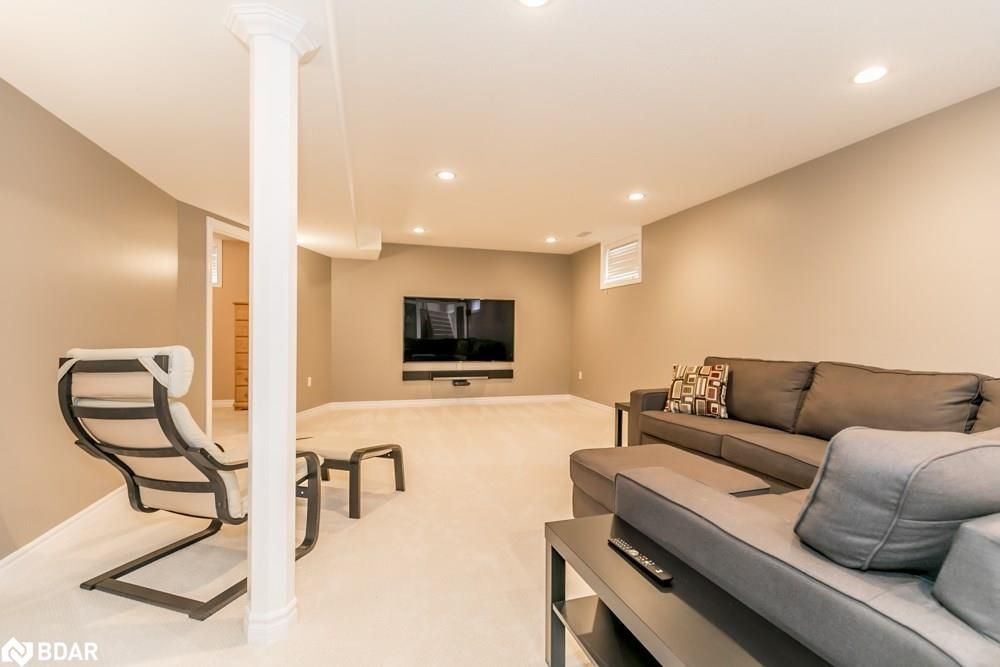 Photo 12: Photos: 28 KRAUS Road in Barrie: House for sale