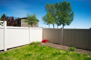 Photo 4: 332 Queenston Heights SE in Calgary: Queensland Row/Townhouse for sale : MLS®# A1114442