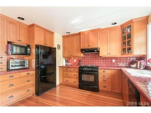 Photo 4: Photos: 3307 Wordsworth St in VICTORIA: SE Cedar Hill House for sale (Saanich East)  : MLS®# 734492