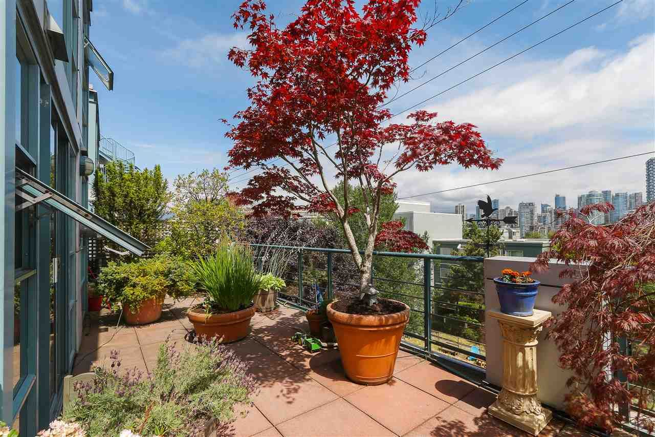 """Photo 19: Photos: 301 1630 W 1ST Avenue in Vancouver: False Creek Condo for sale in """"THE GALLERIA"""" (Vancouver West)  : MLS®# R2383041"""