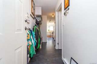 Photo 3: 110 2529 Wark St in : Vi Hillside Condo for sale (Victoria)  : MLS®# 845367