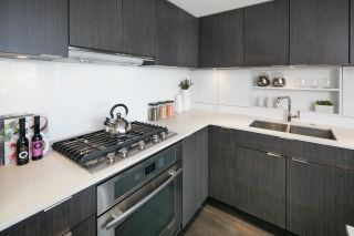 """Photo 4: 910 111 E 1ST Avenue in Vancouver: Mount Pleasant VE Condo for sale in """"Block 100"""" (Vancouver East)  : MLS®# R2125894"""