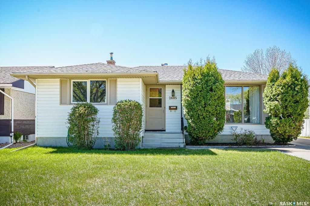 Main Photo: 2605 37th Street West in Saskatoon: Westview Heights Residential for sale : MLS®# SK857059
