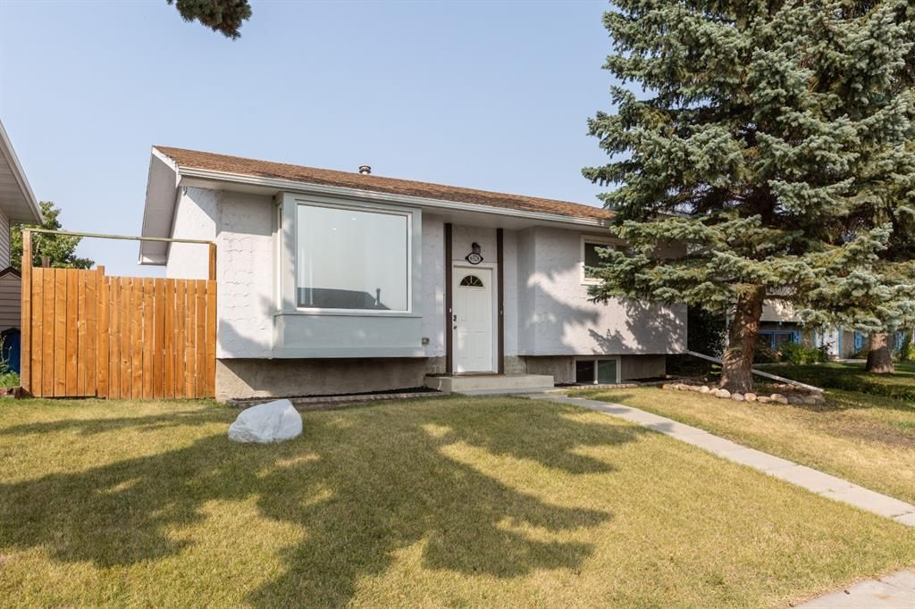 Main Photo: 6528/6528B 23 Avenue NE in Calgary: Pineridge Detached for sale : MLS®# A1033640