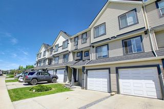 Photo 3: 28 Everhollow Way SW in Calgary: Evergreen Row/Townhouse for sale : MLS®# A1122910
