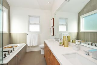 """Photo 11: 88 E 26TH Avenue in Vancouver: Main House for sale in """"MAIN STREET"""" (Vancouver East)  : MLS®# R2108921"""