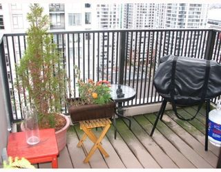 "Photo 9: 2304 1055 HOMER Street in Vancouver: Downtown VW Condo for sale in ""DOMUS"" (Vancouver West)  : MLS®# V798814"