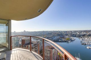 Photo 2: 2202 1000 BEACH AVENUE in Vancouver: Yaletown Condo for sale (Vancouver West)  : MLS®# R2324364