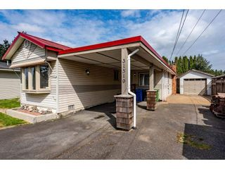 Photo 2: 31519 LOMBARD Avenue in Abbotsford: Poplar Manufactured Home for sale : MLS®# R2572916