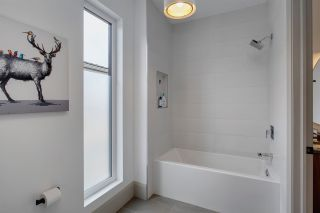 Photo 25: 907 WOOD Place in Edmonton: Zone 56 House for sale : MLS®# E4246651