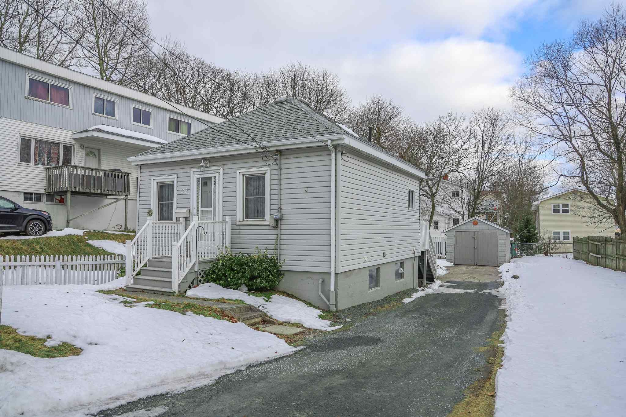 Main Photo: 22 Irving Street in Woodside: 11-Dartmouth Woodside, Eastern Passage, Cow Bay Residential for sale (Halifax-Dartmouth)  : MLS®# 202102839