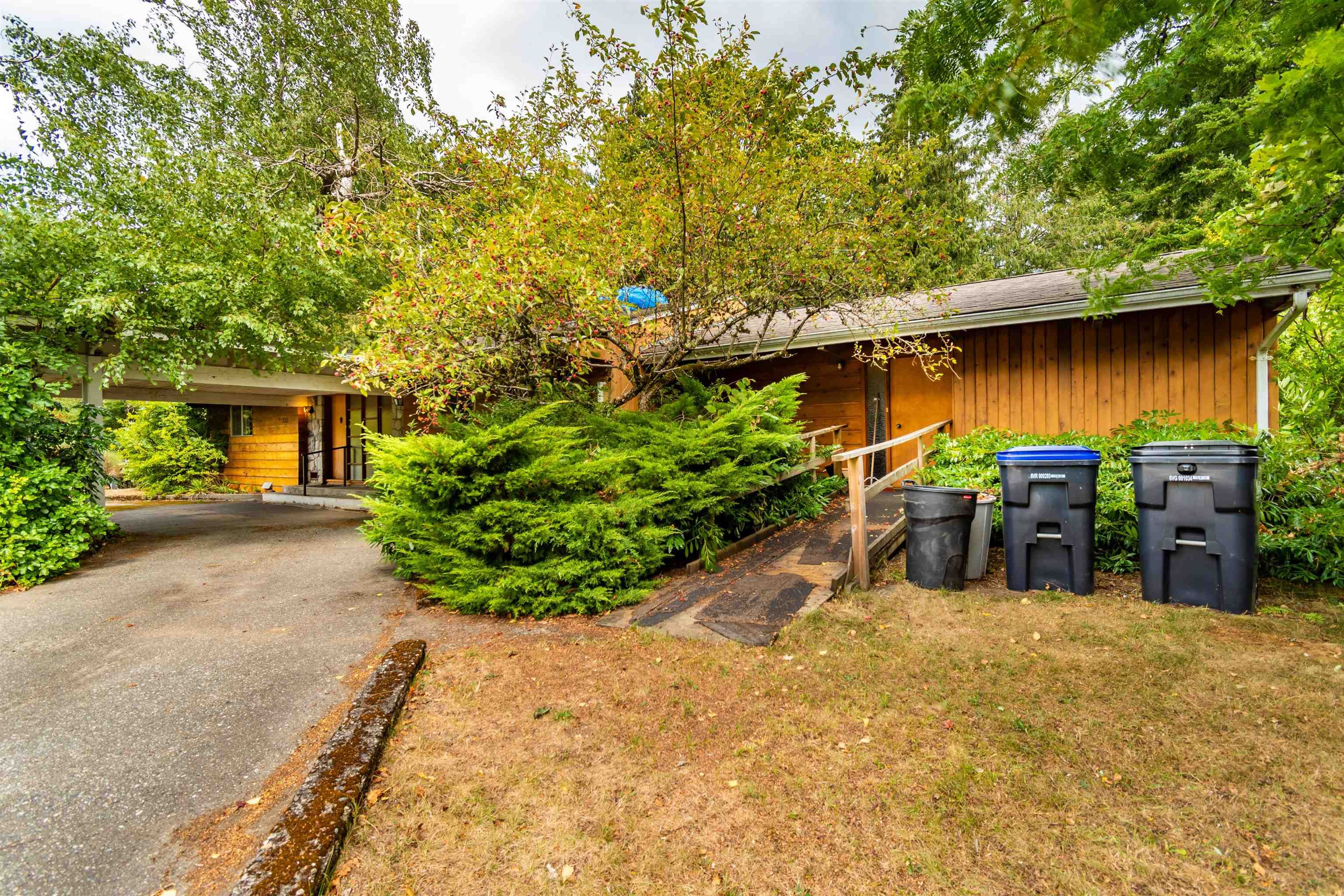 Main Photo: 735 THACKER Avenue in Hope: Hope Center House for sale : MLS®# R2613302