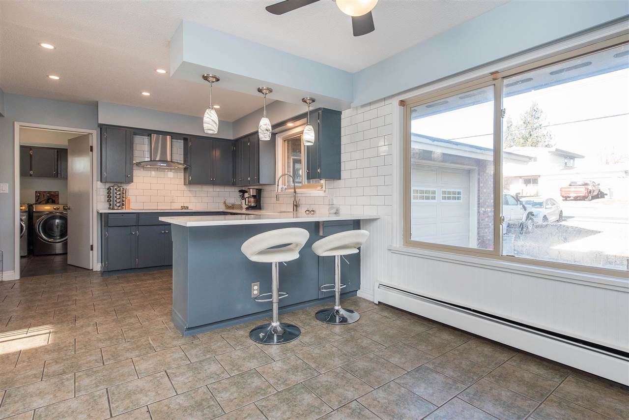Photo 9: Photos: 2584 SUNNYSIDE Crescent in Abbotsford: Abbotsford West House for sale : MLS®# R2551772