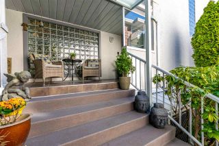 """Photo 1: 5 1508 BLACKWOOD Street: White Rock Townhouse for sale in """"The Juliana"""" (South Surrey White Rock)  : MLS®# R2551843"""
