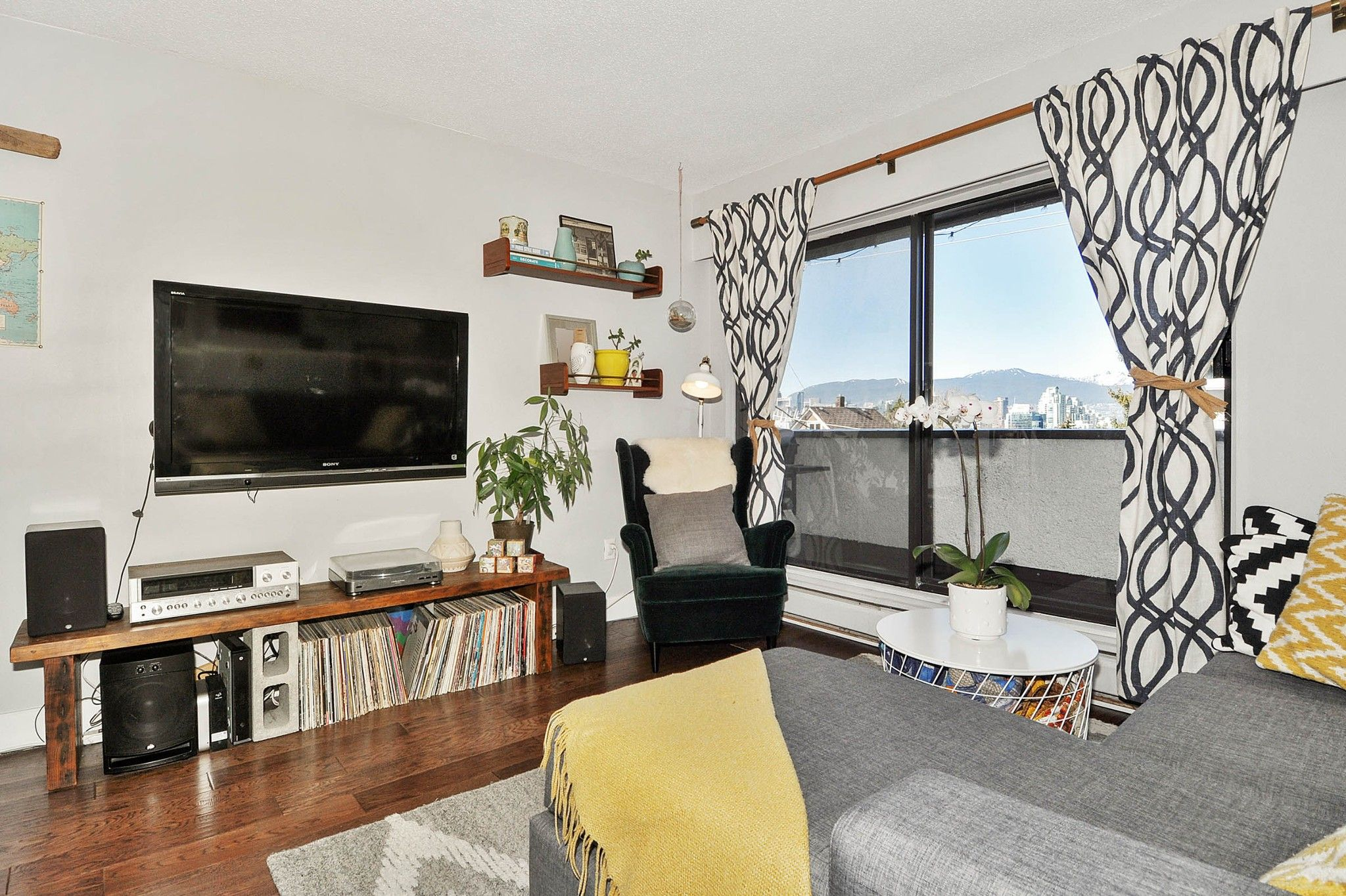 """Photo 3: Photos: 302 391 E 7TH Avenue in Vancouver: Mount Pleasant VE Condo for sale in """"OAKWOOD PARK"""" (Vancouver East)  : MLS®# R2352076"""