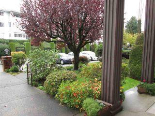 """Photo 9: 314 32910 AMICUS Place in Abbotsford: Central Abbotsford Condo for sale in """"Royal Oaks"""" : MLS®# R2122467"""