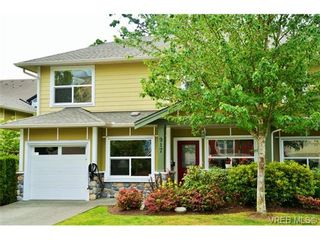 Photo 2: 917 Brock Ave in VICTORIA: La Langford Proper Row/Townhouse for sale (Langford)  : MLS®# 732298