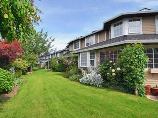 Photo 3: 4 6061 W Boundary Drive in Surrey: Boundary Drive to Railroad Townhouse for sale : MLS®# F2819610