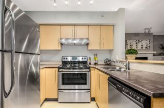 """Photo 10: 402 2768 CRANBERRY Drive in Vancouver: Kitsilano Condo for sale in """"Zydeco"""" (Vancouver West)  : MLS®# R2140838"""