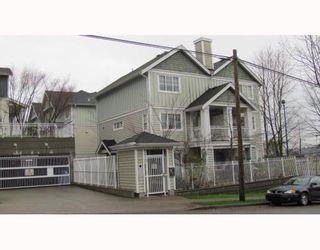 """Photo 1: 2 123 7TH Street in New Westminster: Uptown NW Townhouse for sale in """"ROYAL CITY TERRACE"""" : MLS®# V798879"""