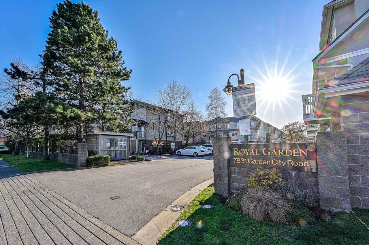 "Main Photo: 61 7831 GARDEN CITY Road in Richmond: Brighouse South Townhouse for sale in ""ROYAL GARDEN"" : MLS®# R2564089"