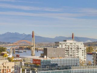 "Photo 10: 2501 888 CARNARVON Street in New Westminster: Downtown NW Condo for sale in ""MARINUS"" : MLS®# R2115352"