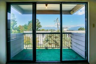 """Photo 12: 304 813 E BROADWAY in Vancouver: Mount Pleasant VE Condo for sale in """"BROADHILL MANOR"""" (Vancouver East)  : MLS®# R2314350"""