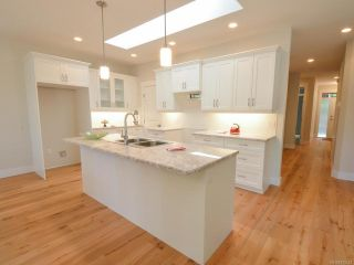 Photo 12: 5121 W Island Hwy in QUALICUM BEACH: PQ Qualicum Beach House for sale (Parksville/Qualicum)  : MLS®# 792542