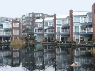 """Photo 2: 1596 ISLAND PARK Walk in Vancouver: False Creek Townhouse for sale in """"THE LAGOONS"""" (Vancouver West)  : MLS®# V922558"""