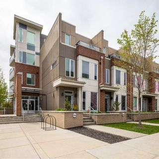 Photo 3: 2001 1 Avenue NW in Calgary: West Hillhurst Row/Townhouse for sale : MLS®# A1147400