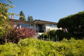 Photo 2: 1135 LAWSON AVENUE in WEST VANC: Ambleside House for sale (West Vancouver)  : MLS®# R2000540