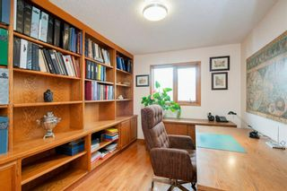 Photo 19: 27 Strathlorne Bay SW in Calgary: Strathcona Park Detached for sale : MLS®# A1120430