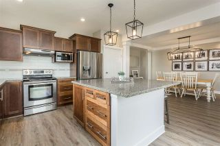 """Photo 4: 2290 CHARDONNAY Lane in Abbotsford: Aberdeen House for sale in """"Pepin Brook"""" : MLS®# R2555950"""