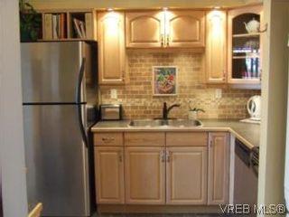 Photo 1: 308 1366 Hillside Ave in VICTORIA: Vi Oaklands Condo for sale (Victoria)  : MLS®# 538617