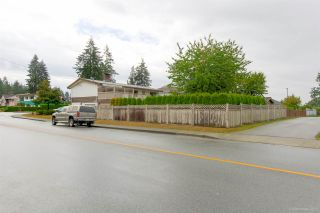 """Photo 2: 1431 SMITH Avenue in Coquitlam: Central Coquitlam House for sale in """"CENTRAL COQUITLAM"""" : MLS®# R2319840"""