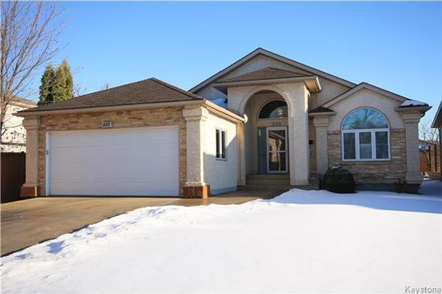 Main Photo: 205 Barlow Crescent in Winnipeg: River Park South Residential for sale (2F)  : MLS®# 1729915