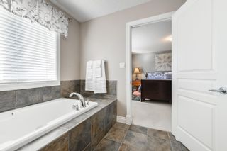 Photo 18: 3040 MACNEIL Way in Edmonton: Zone 14 House for sale : MLS®# E4263321