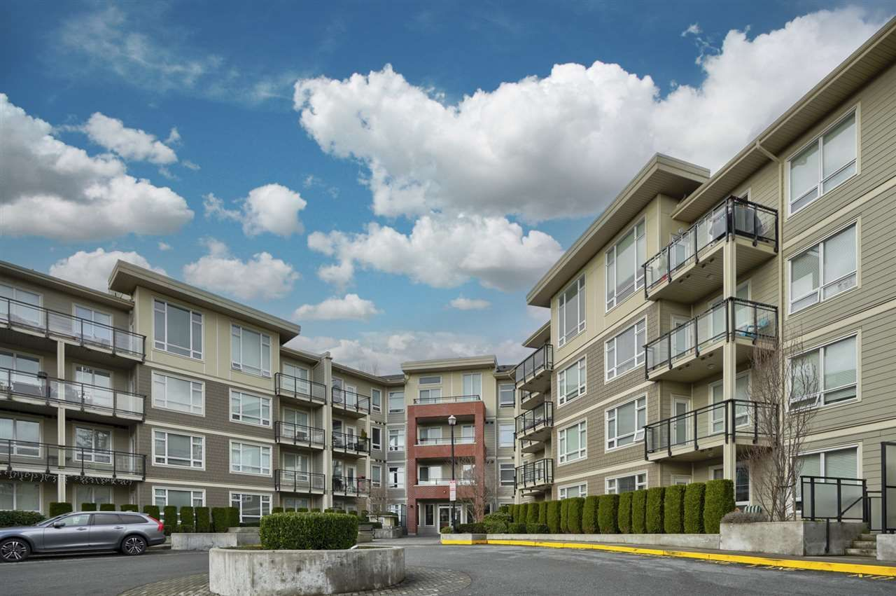 Main Photo: C216 20211 66 Avenue in Langley: Willoughby Heights Condo for sale : MLS®# R2532757