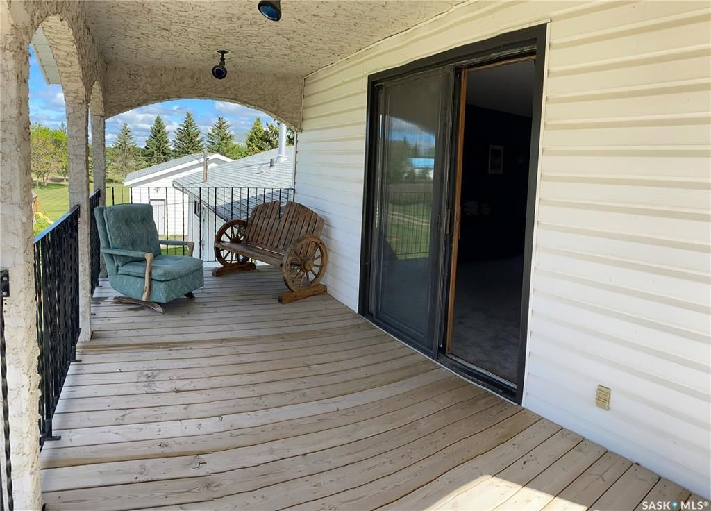 Main Photo: 106 4th Avenue in Lintlaw: Residential for sale : MLS®# SK812863