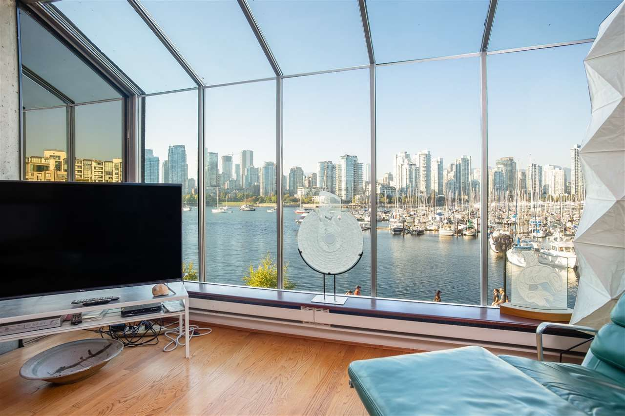 Main Photo: 694 MILLBANK in Vancouver: False Creek Townhouse for sale (Vancouver West)  : MLS®# R2496672