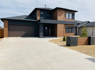 Main Photo: 17 Parkhill Crescent in Steinbach: R16 Residential for sale : MLS®# 202102471